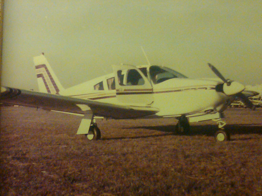 Arrow N4638J -20110809-2203